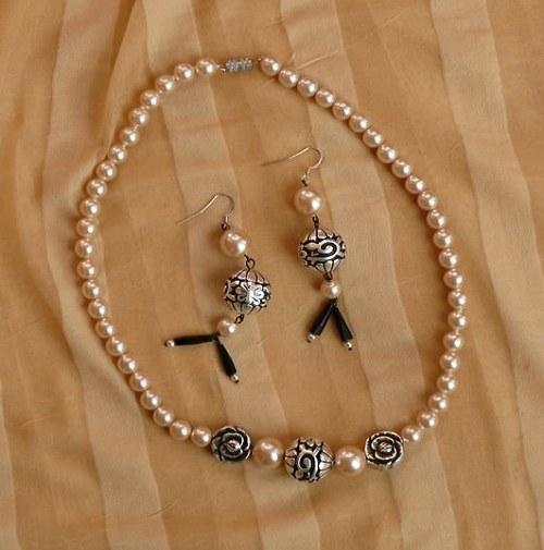set = náhrdelník + náušnice s růží a kuličkou