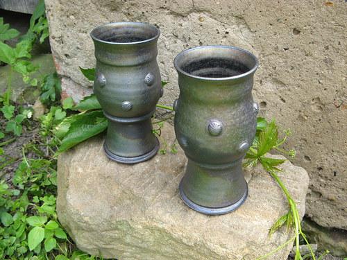 Zvonící číše (též barva zelená aligátoří)