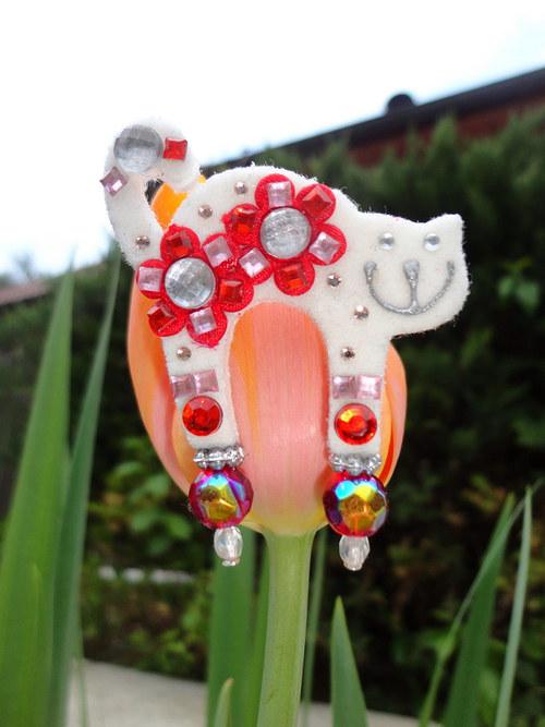 Brošnička kvetinková bielo-červená :)