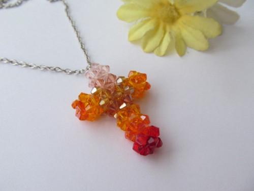 Křížek barevný - náhrdelník