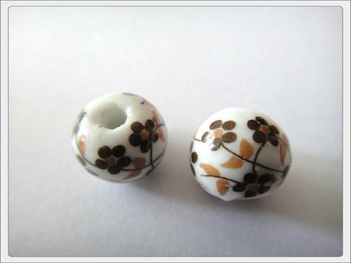 Porcelánový korálek, hnědá kvítka