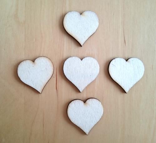 Srdíčka dřevěná 3 cm