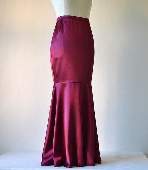 Saténová sukně vínová (sleva z 1279,-Kč)