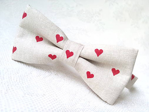 Be My Valentine bow tie (beige/red hearts)