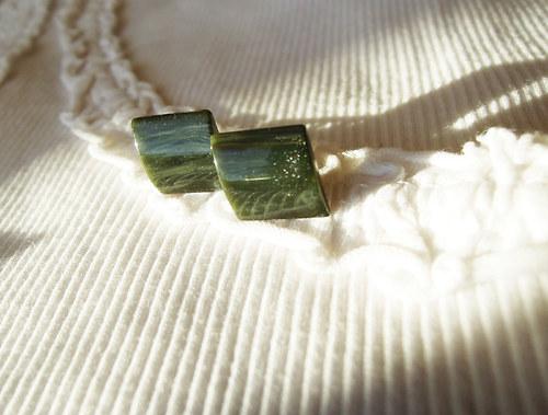 Tmavě zelené 1x1cm (chirurgická ocel)