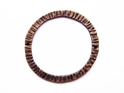 Vroubkovaný kruh ((O65))