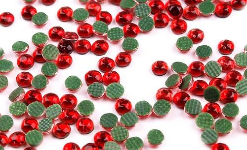 HOT FIX nažehlovací kamínky cca 80ks červená