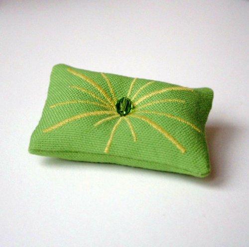Zelená polštářková brož sluníčko ... sleva
