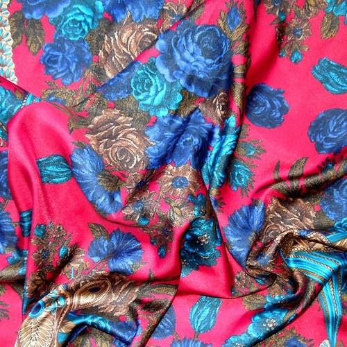 Šátek Ve znamení modré růže 89 cm x 89 cm