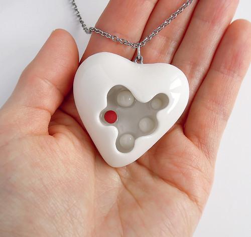 První láska...(porcelánový přívěsek)