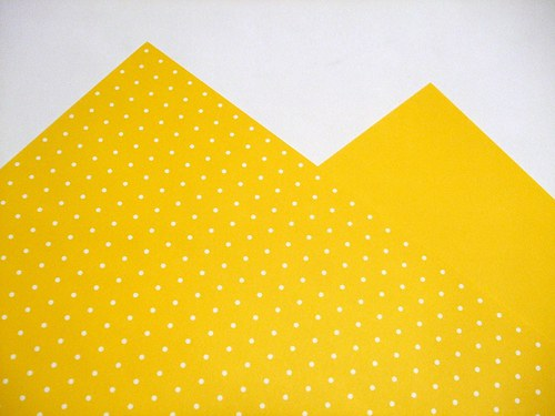 Karton žlutý puntíkovaný