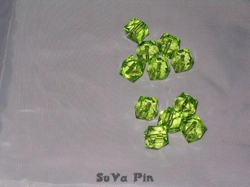 Korálky kvádr zelená 14x14mm; 19 ks