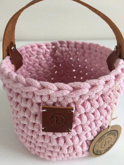 Růžový třpytivý košík s koženým uchem