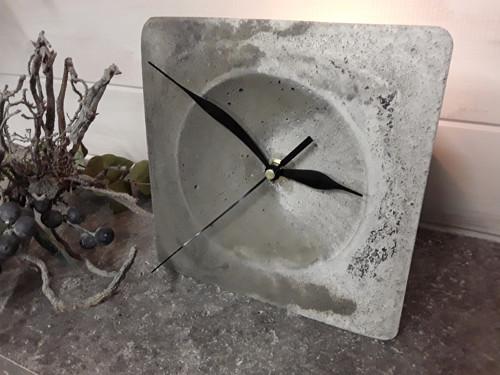 """Betonové hodiny  \""""Variabilní\"""""""