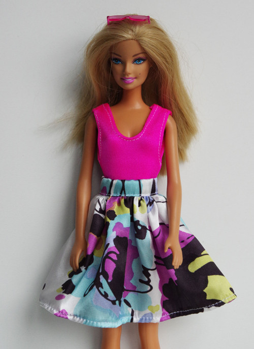 Saténová suknička pre Barbie