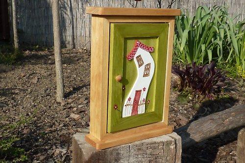 Dřevěná skříňka na klíče KVĚTINKOVÝ DŮM