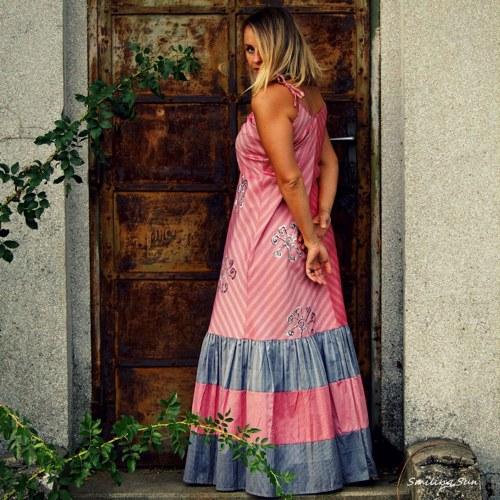 ...červenky se Smiling Sun - maxi šaty