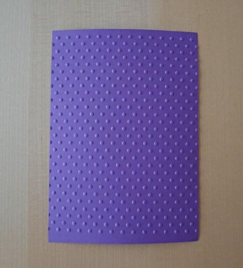 Embosovaná stránka A6 tmavě fialová - puntíky 1ks