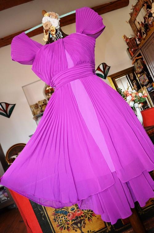 !!! Překrásné fuchsiové šaty v plisé !!! SLEVA