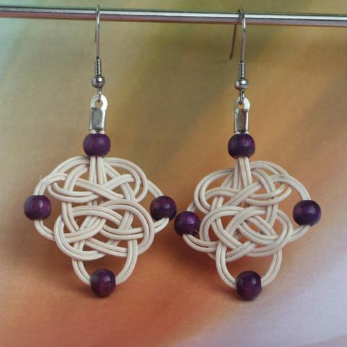 Keltské krásky s fialovými kuličkami:o)