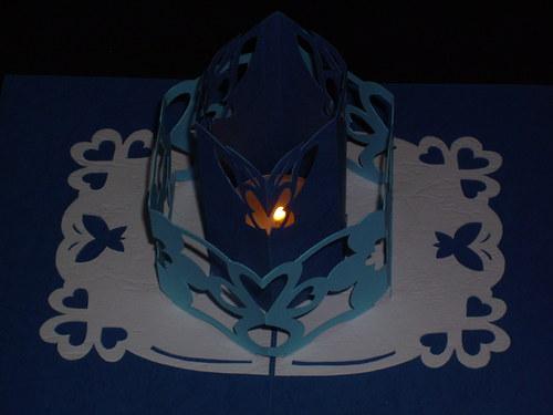 Srdečné přání modré s dárkem (svíčkou)