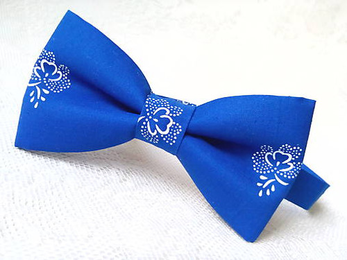 Blue folklore bow tie