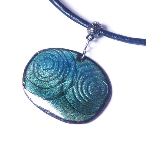 Modrozelený se spirálami - smaltovaný náhrdelník