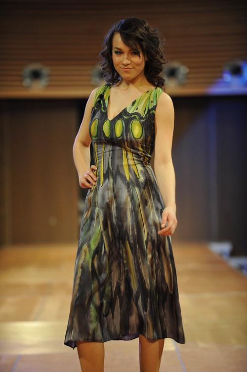 Hedvábné šaty šedozelené-motýlí