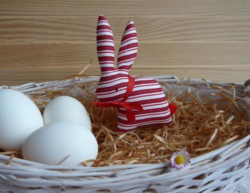 Zajíček  červeno-bílý proužek, červená mašle
