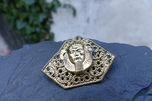 V egyptě...bižuterní  kovová brož