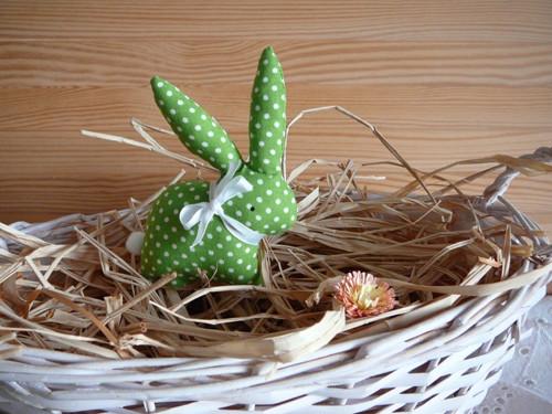 Zajíček jarně zelený s puntíky