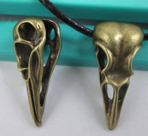 Bronzový přívěsek, amulet - ptačí lebka