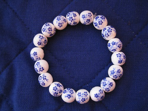 Keramický náramek s modrou kytičkou