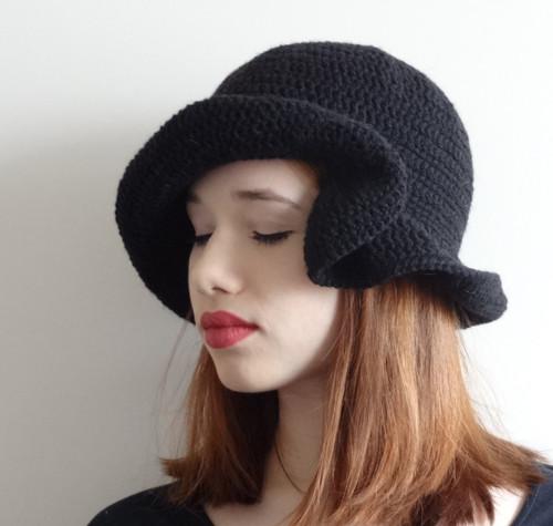 madam Krajewska zamlada - háčkovaný klobouk