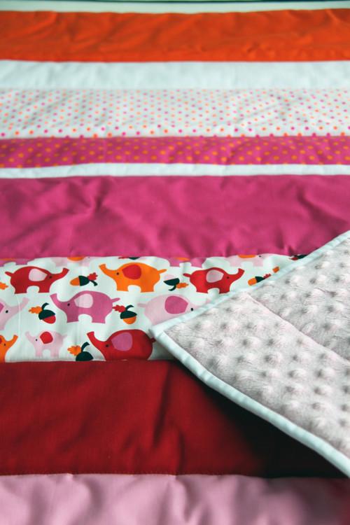 """Dětská deka z kolekce \""""Růžoví sloni\"""""""