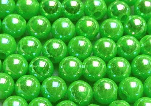 Plastové kuličky duhové 4 mm - sv. zelená / 20 ks