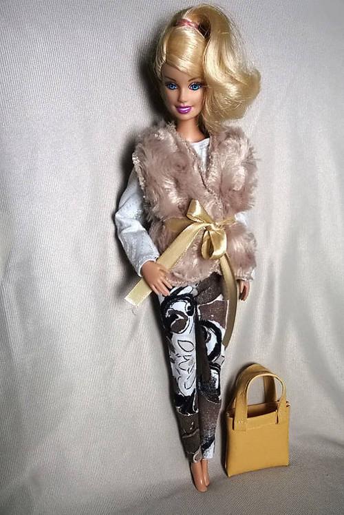 Béžová kožušinka pre Barbie