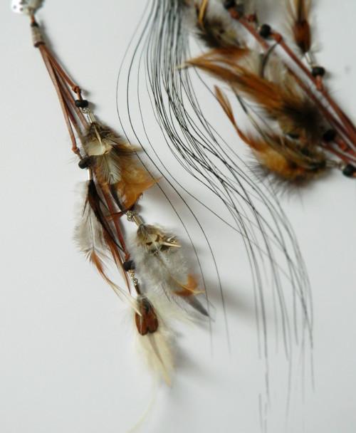 Dlouhý přírodní peříčkový hair clip
