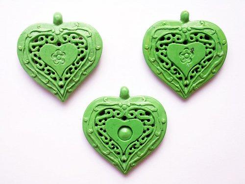 Zelené vyřezávané srdce