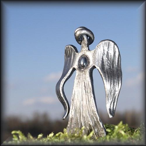 Anděl ochránce s hematitem