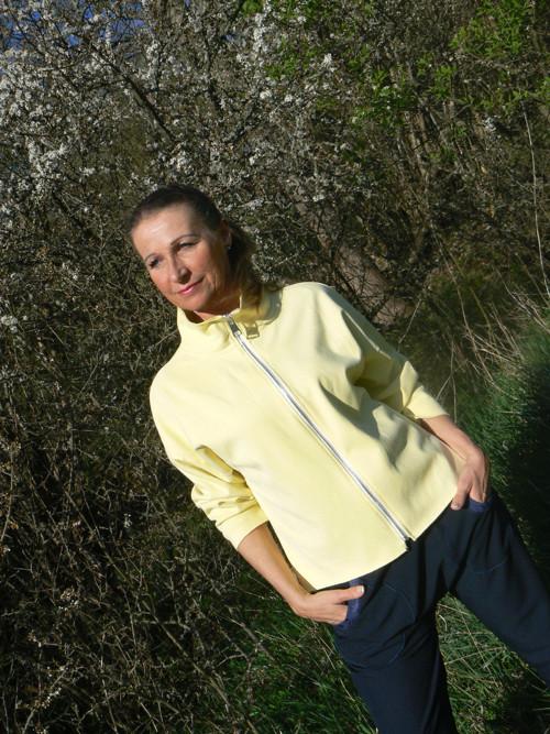 žlutá bunda
