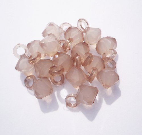 Plastové sv.hnědé mléčné korálky (3 ks)