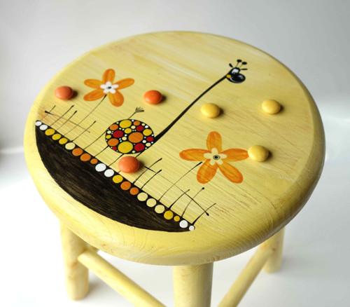 dřevěná stolička - žlutá s žirafou