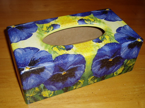 Krabička na kapesníky Modré macešky