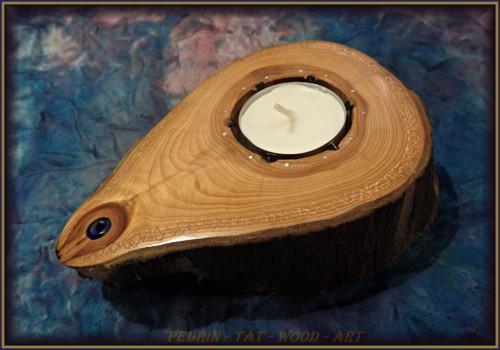 Dřevěný Svícen -  TŮJE - synt. SPINEL