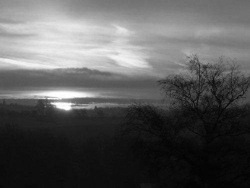 Východ slunce čb