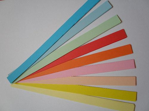 papírové proužky na quilling kytičky