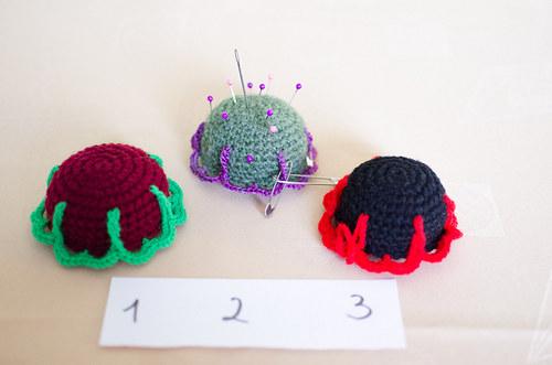 Háčkovaný jehelníček - kytička (3 druhy)