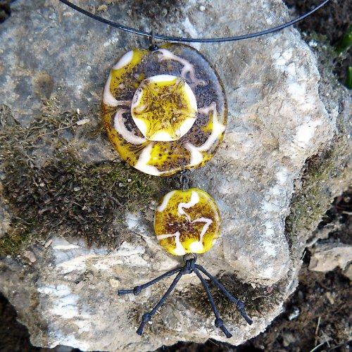 Náhrdelník vrstvená placka - žlutá