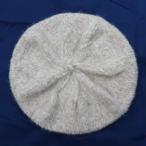 Jemný pletený baret